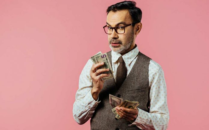 8 Experts Share the Best Money Advice They've Ever Received